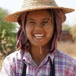Uśmiechnięci Birmańczycy w MASCE