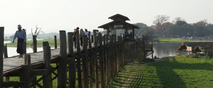 Spacer po moście U Bein