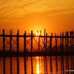 Zachód słońca nad mostem U Bein